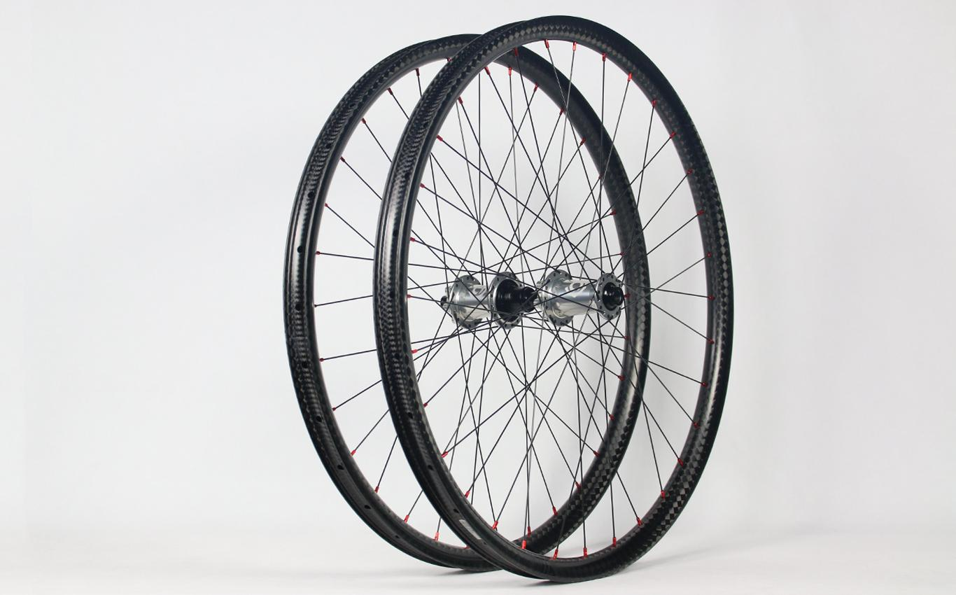 am930-29er-12k-paintless-carbon-rims-laced-to-i9-hydra-boost-mtb-hubs-silver