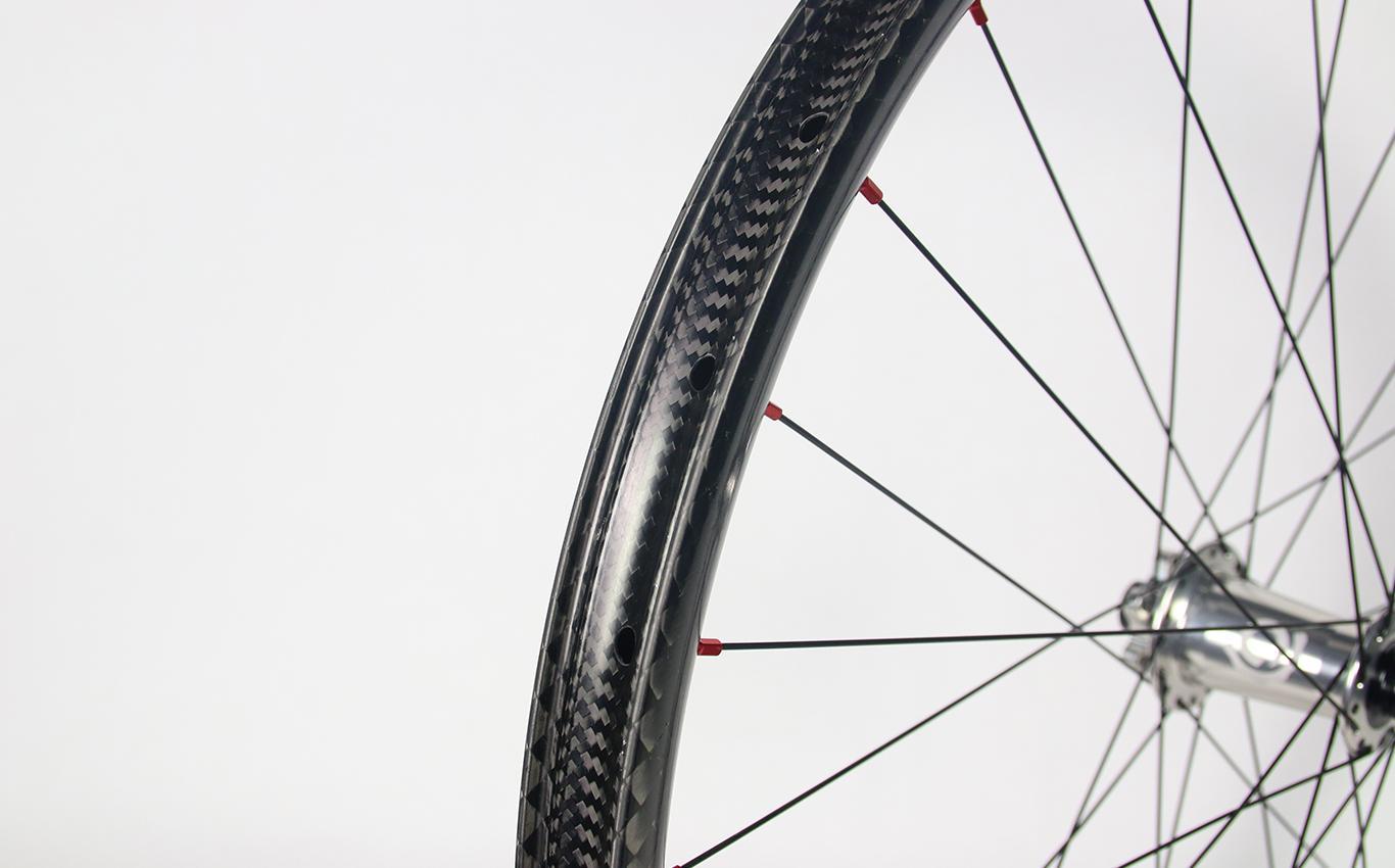 am930-tubeless-ready-compatible-carbon-wheel-mtb-enduro