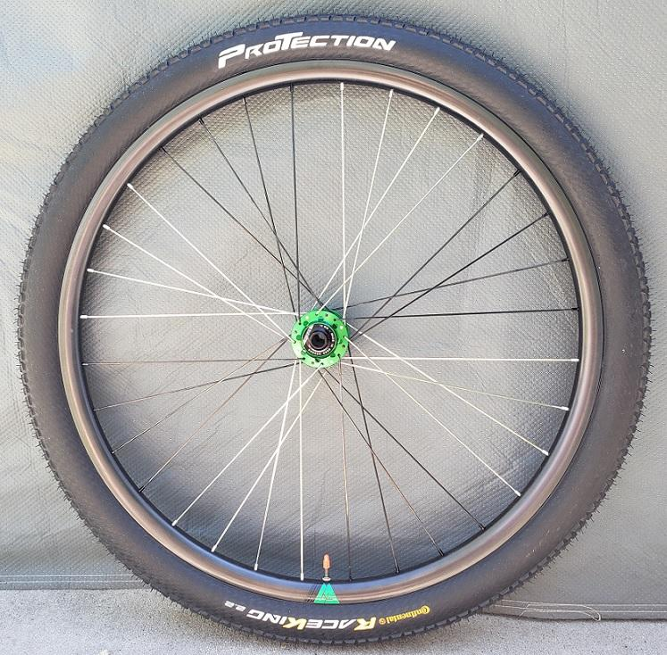 light-bicycle-xc925-carbon-wheel-with-front-continental-race-king-protection-tubeless-tyre-installed