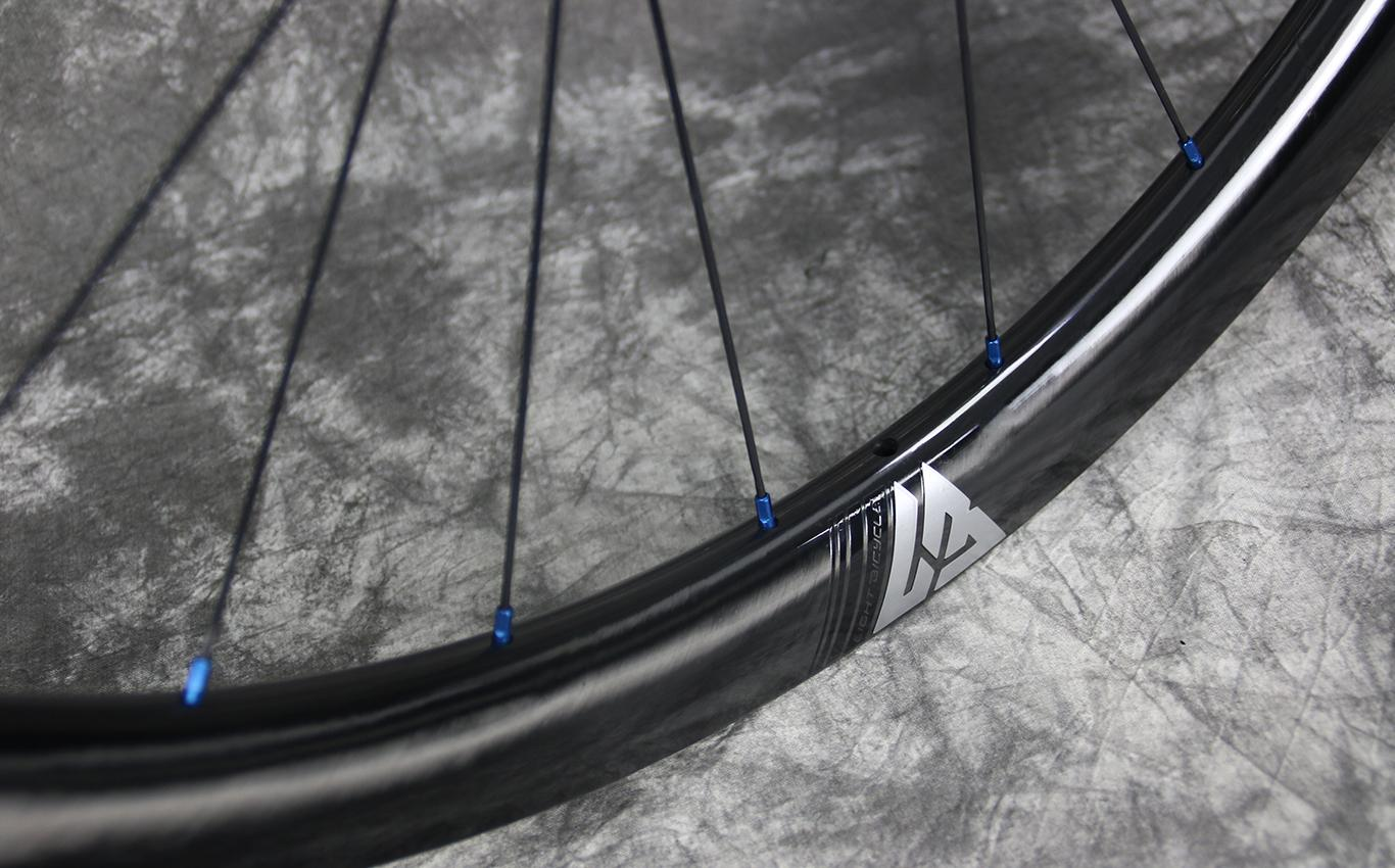 carbon-rim-with-silver-white-valve-decal-blue-spoke-nipples