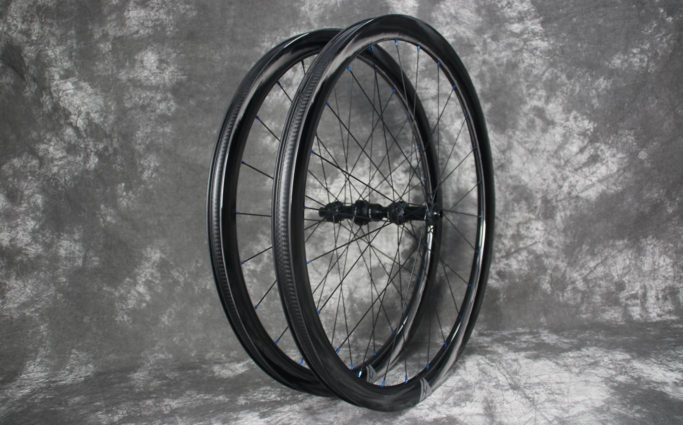 flyweight-wr38-paintless-carbon-wheelset-with-dt-swiss-180-exp-road-disc