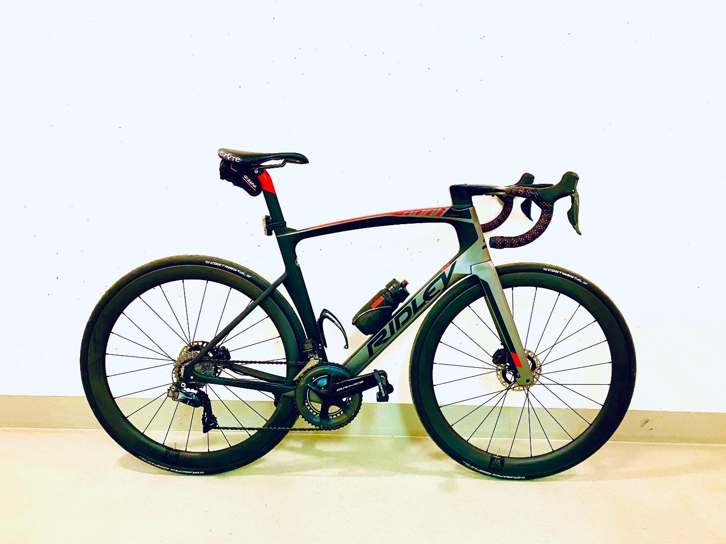 Light-Bicycle-WR45-45mm-deep-32mm-wide-road-carbon-wheelset-on-Ridley-aero-disc-bike