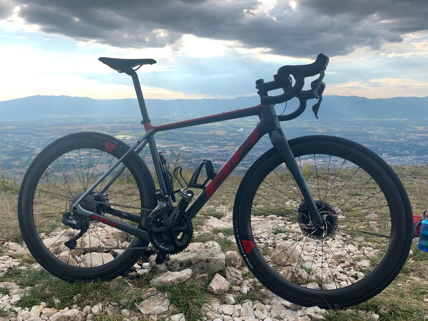 BH-road-disc-frame-with-700c-50mm-deep-carbon-wheels-red-decals