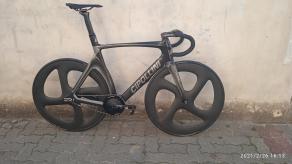 cipollini-speed-track-bike-frameset-on-4-spoke-carbon-wheels-700c
