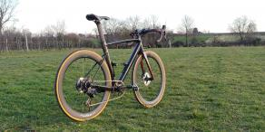 lightbicycle-road-700c-falcon-disc-carbon-56mm-deep-aero-lightweight-rims-specialized-black-frame-on-grassland-