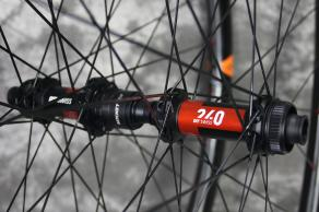 AM927-DT-Swiss-240-exp-carbon-mtb-wheelset