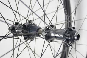 shimano-xtr-mtb-boost-hubs-laced-on-am930-carbon-rims