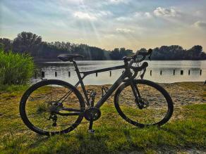 gt-grade-carbon-pro-gravel-bike-on-light-bicycle-carbon-gravel-wheels