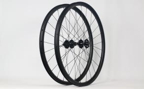 AR28-700c-road-disc-carbon-wheelset-with-Chris-King-R45D-hubs