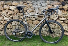 le-vacon-road-bike-with-35mm-carbon-wheels