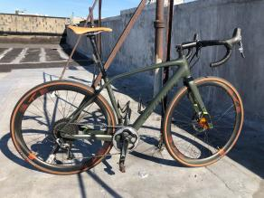 specialized-diverge-gravel-bike-on-light-bicycle-ar36-disc-wheels