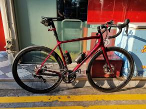 Lightweight-carbon-wheels-Lightbicycle-AR36-disc-glossy-carbon-rims-with-continental-gp4000-on-trek-frame