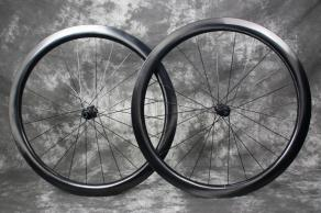 ar45-700c-45mm-road-disc-ud-paintless-dt-swiss-240-exp-hub-carbon-wheelset