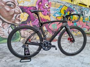 pinarello-dogma-f12-on-light-bicycle-ar45-all-road-carbon-wheels