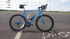 AR46-700c-disc-brake-hooked-carbon-rims-on-canyon-ultimate-road-bike