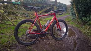 salsa-warbird-gravel-bicycle-lightbicycle-ar46-disc-carbon-rims-schwalbe-g-one-allrounds-muddy-cx-road