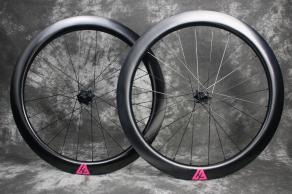 AR55-700C-road-disc-UD-weave-paintess-finish-carbon-wheelset-magenta-decal