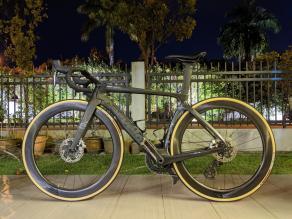 cervelo-aero-road-bike-on-light-bicycle-ar55-carbon-wheels