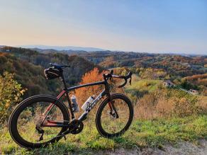 trek-domane-sl-5-disc-gravel-road-bike-hill-trip