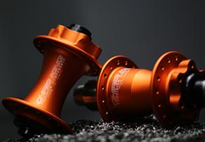 chris-king-iso-mtb-hubs-in-matte-mango-color