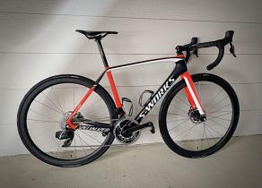 light-bicycle-r35-road-carbon-wheelset-with-gp5000-tires-on-specialized-s-works-tarmac-disc