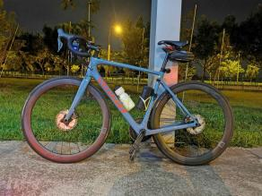 Light-Bicycle-AR46-carbon-wheelset-on-specialized-road-frame