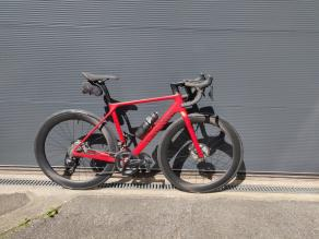 canyon-ultimate-cf-slx-red-bike-frame-with-light-bicycle-ar56-tubeless-carbon-wheels