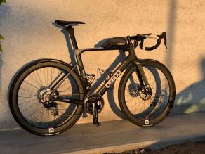 ceepo-stinger-disc-brake-road-bike-with-Light-Bicycle-R45-12k-weave-lightweight-carbon-wheelset