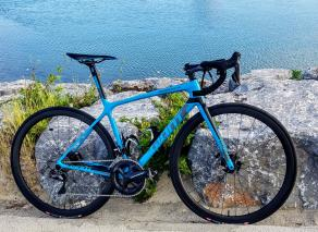 2018-giant-tcr-frame-with-R35-carbon-wheels-tubeless