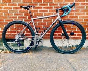 700c-carbon-disc-wheels-on-Lynskey-R270-road-bike