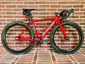 specialized-langster-fixed-gear-road-bike-on-light-bicycle-r65-65mm-carbon-wheels