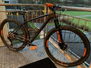 RM29C06-flyweight-carbon-wheelset-with-continental-race-king-29er