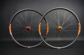 RM29C07-29er-mtb-ud-matte-orange-I9-hydra-boost-orange-decal-carbon-wheelset