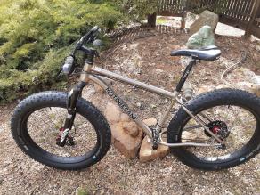 motobecane-fatbike-wtb-saddle-ritchey-handlebar-sram-rear-derailleurs-11sp-rockshox-fork-lightbicycle-rsnow03-fat-carbon-fiber-rims-schwalbe-jumbo-jim-mtb-26er-4inch-tubeless-tires