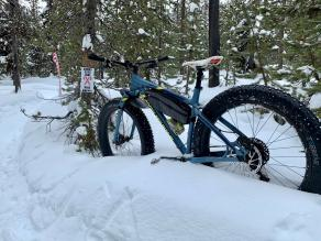 27.5-rocky-mountain-fatbike-on-light-bicycle-rsnow05-carbon-wheels