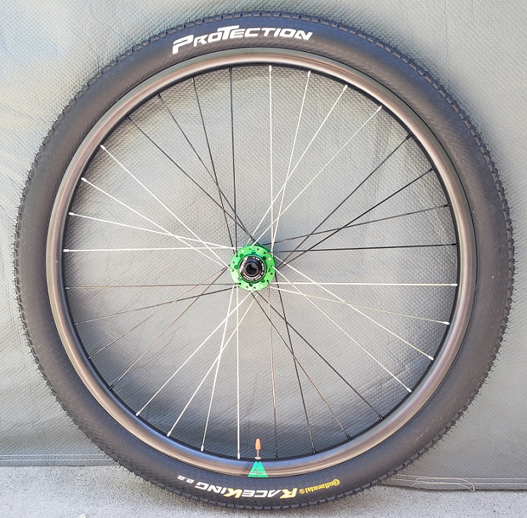 Light-bicycle-Recon-Pro-XC925-carbon-fiber-front-rim-built-tubeless-with-continental-race-king-protection-tyre