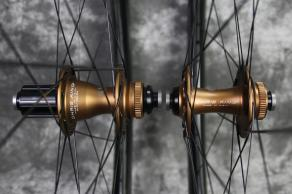 Chris-King-R45-Disc-Matte-Bourbon-12-100mm-12-142mm-Shimano-Road-11S