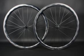 WR40d-X-Flow-road-disc-ud-paintless-black-decal-carbon-wheelset