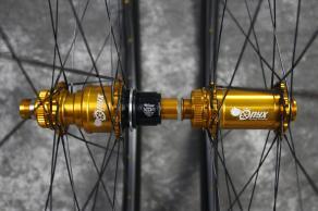 Onyx-Vesper-15-100mm-12-142mm-Center-lock-J-bend-Anodized-Gold-Sprag-Clutch-Sram-XD-Alloy-gold-nipple