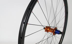 29er-xc925-paintless-carbon-wheel-rear-with-tune-prince-boost-hub-sram-xd