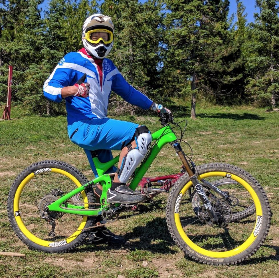 Mountain bike wheels 26er with yellow painting white decals